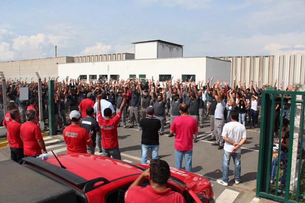 Assembleia aprova entrega do comunicado de greve por problemas que empresa não tem solucionado