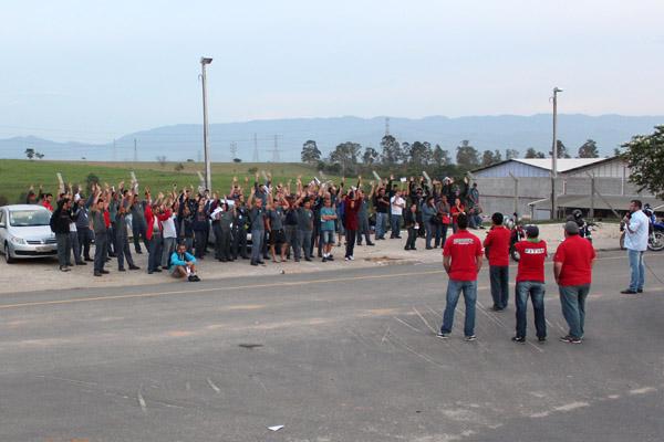 Trabalhadores da Bundy aprovam comunicado de greve para também conseguir o reajuste de 9,62%