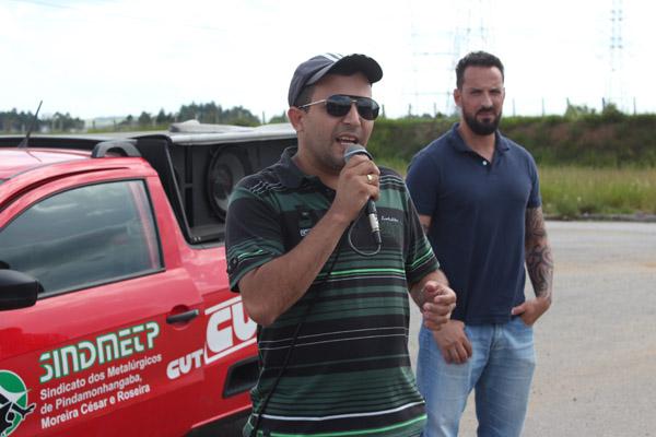Ao microfone, o secretário geral, Luciano da Silva - Tremembé