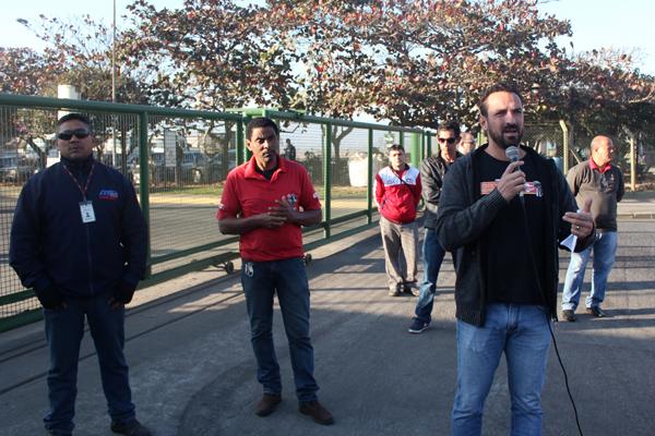 Ao microfone, o secretário de Organização do sindicato, Odirley Prado