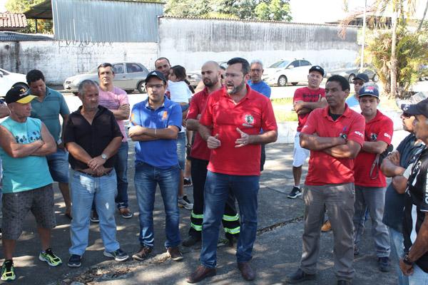 2017_08_29 Nobrecel.Protesto ex-funcionários em frente ao Fórum_5928