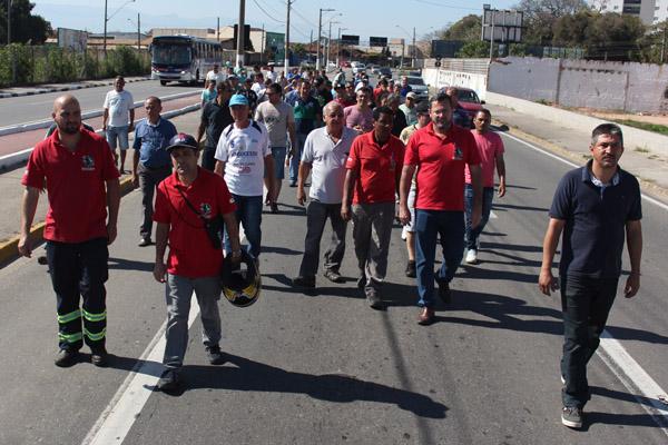 2017_08_29 Nobrecel.Protesto ex-funcionários em frente ao Fórum_5937_1