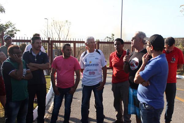 2017_08_29 Nobrecel.Protesto ex-funcionários em frente ao Fórum_5982_1