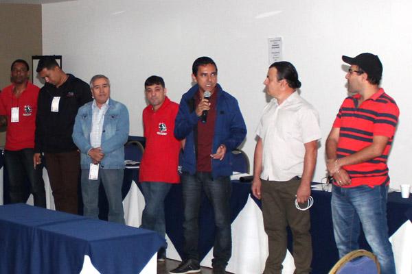 Ao microfone, o dirigente José Ivanez - Gato, contou como superou a timidez