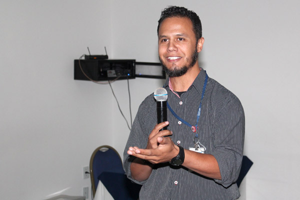 O palestrante do Senac Carlos Eduardo Silva, que está ministrando o curso