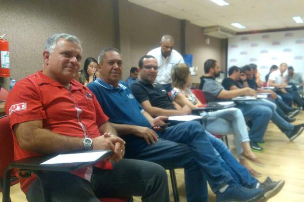 Os dirigentes João Reimberg, João Flauzino e Luciano da Silva - Tremembé participaram da reunião