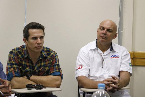 Sérgio e Pepeo, que é membro da FEM-CUT/SP, durante rodada de negociação com o Sindicel (Foto Marina Selerges)