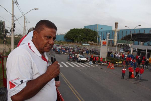 O dirigente do Sindicato dos Condutores do Vale do Paraíba, José Roberto Gomes , que apoiou a greve assim como o Sindicato dos Metalúrgicos de Taubaté; adesão dos terceiros foi fundamental para a greve