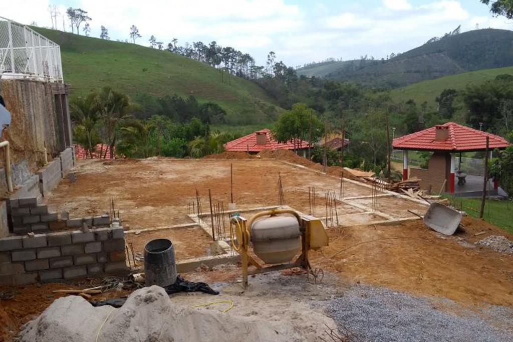 Local onde está sendo construído salão de jogos; agora, área está isolada