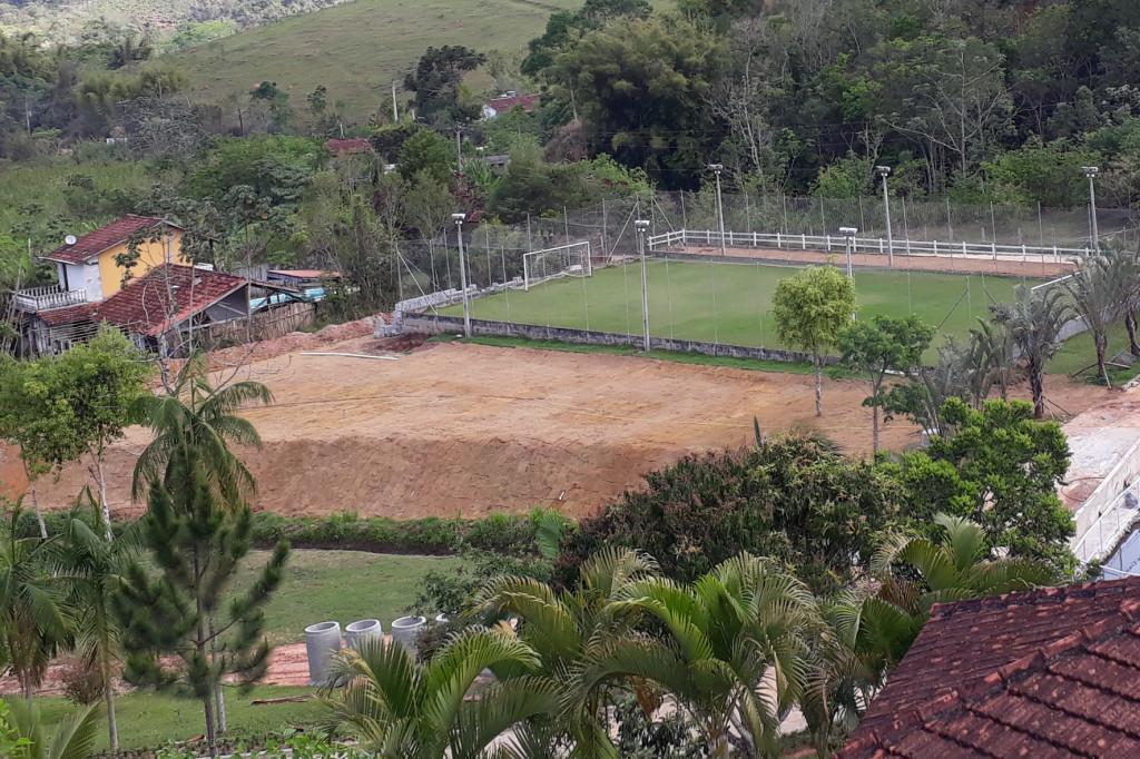 Área aterrada agora está com gramado e agora pode receber novos projetos