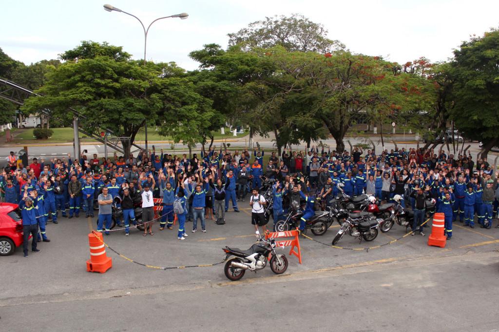 Trabalhadores da Novelis entram em greve pela campanha salarial.1