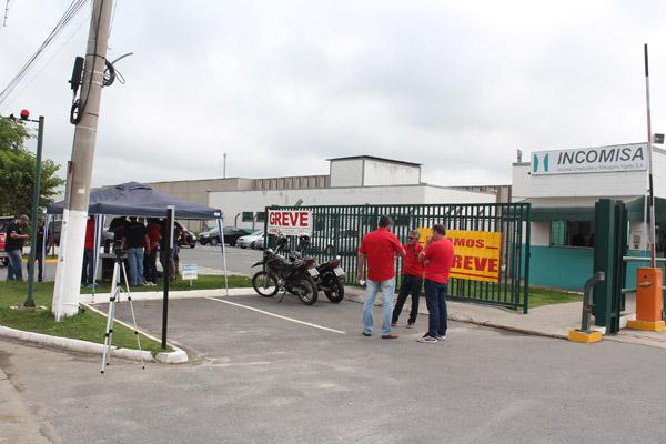 Sindicato já montou a barraca na porta da fábrica