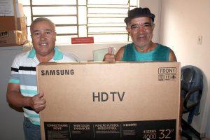 Festa dos aposentados sorteia prêmios aos sócios