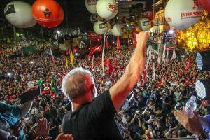 Comitiva de Pinda participa de ato em defesa de Lula e da democracia