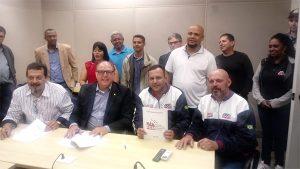 Metalúrgicos da CUT entregam pauta da Campanha Salarial