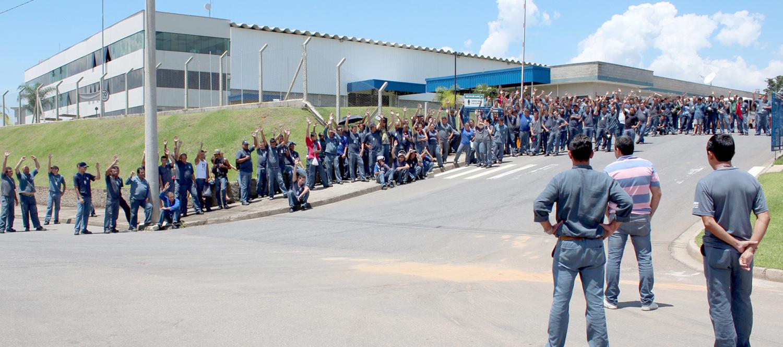 Trabalhadores da Bundy aprovam redução da jornada