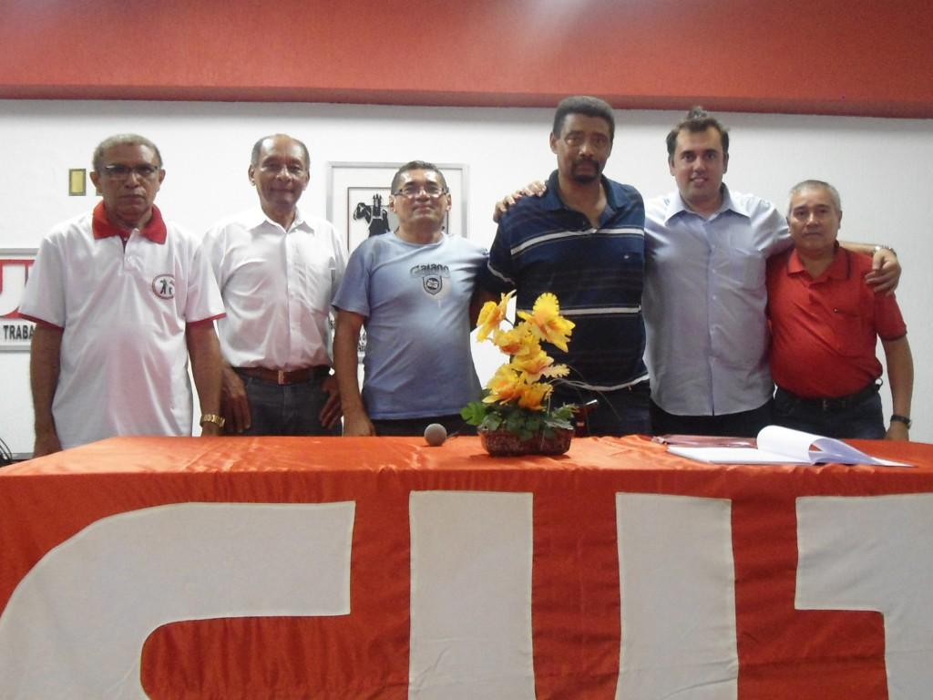 Firmino, Dirceu, Sabiá, o presidente do STIM Itu Dorival Nascimento, Julio e Serginho, durante fundação da associação em Itu