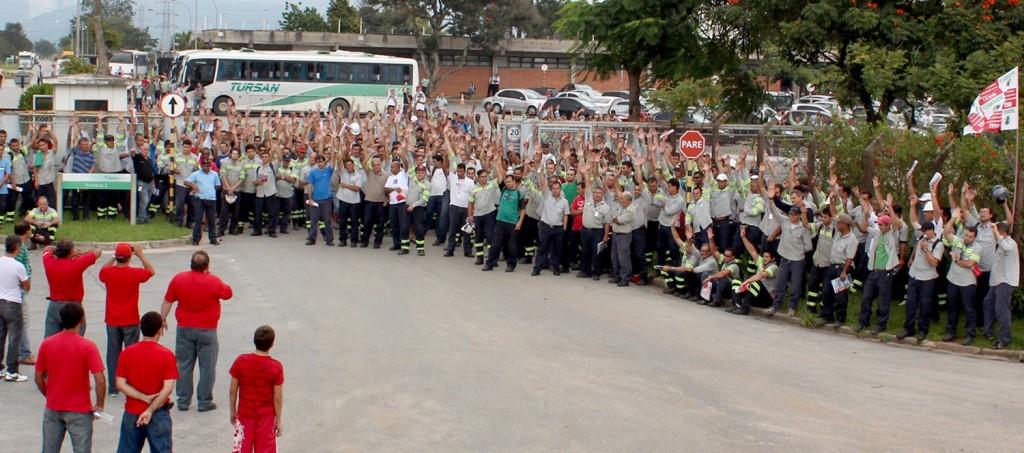 Trabalhadores aprovam renovação do acordo, com 4 dias de folga como compensação