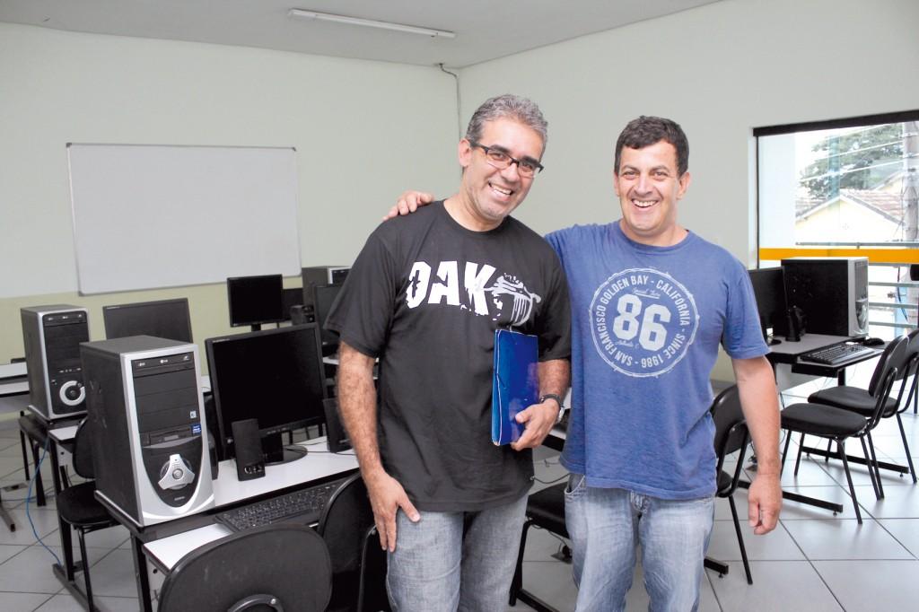O novo professor Carlos Alberto de Souza e o secretário de Formação, Celso Antunes
