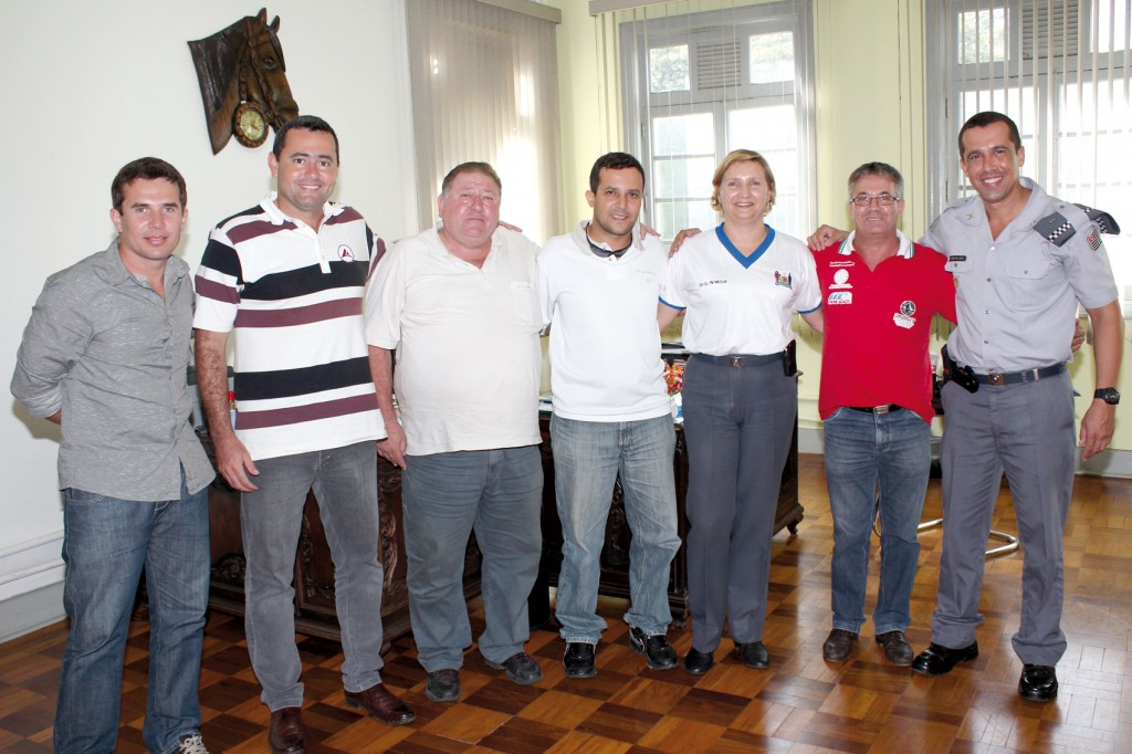Sérgio da Silva, Herivelto Vela, Renato Mamão, Luciano Tremembé, Major Eliane Nikoluk, Vicente Serrinha e Tenente Neto, no 5º Batalhão da PM