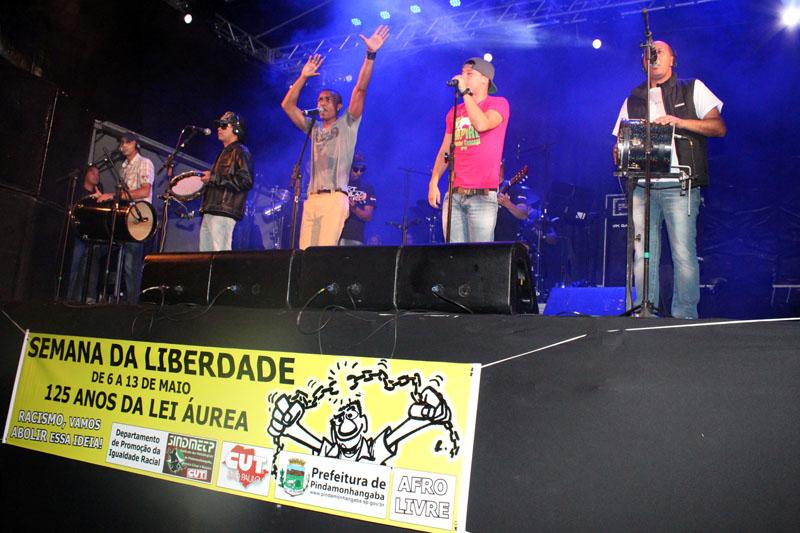 13.05.13 4 mil participam do show do Art Popular na Semana da Liberdade.2