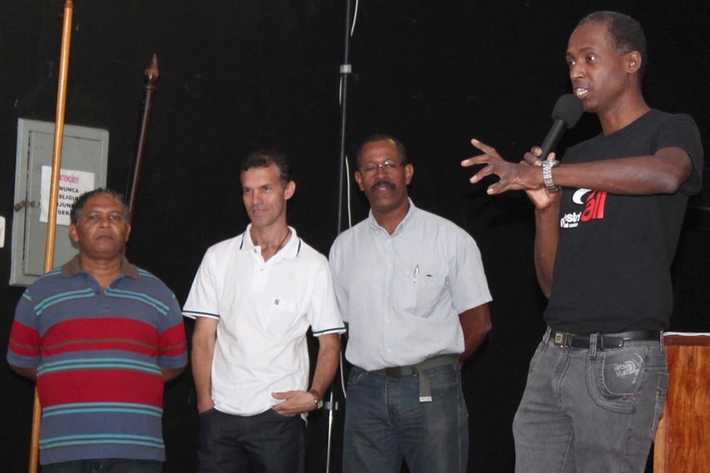 O secretário de comunicação, Benedito Irineu, junto aos membros do Departamento de Promoção da Igualdade Racial do sindicato: Bosco, Palazzi e José Carlos
