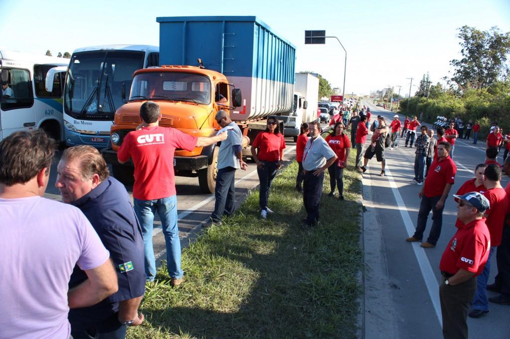Paralisação no pedágio da SP-62 - Rodovia Vereador Abel Fabrício Dias