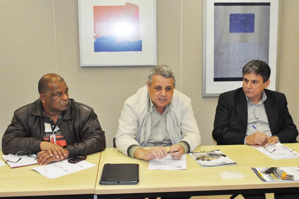 Zé Carlos, dirigente FEM, Biro Biro, presidente, e Dr. Oliveira em rodada do G2 na Abinee - FIESP / crédito: Mídia Consulte