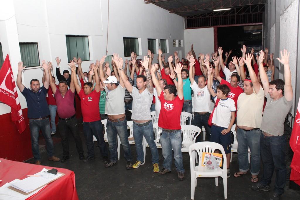 13.09.13 Metalúrgicos de Pinda aprovam comunicado de greve aos patrões