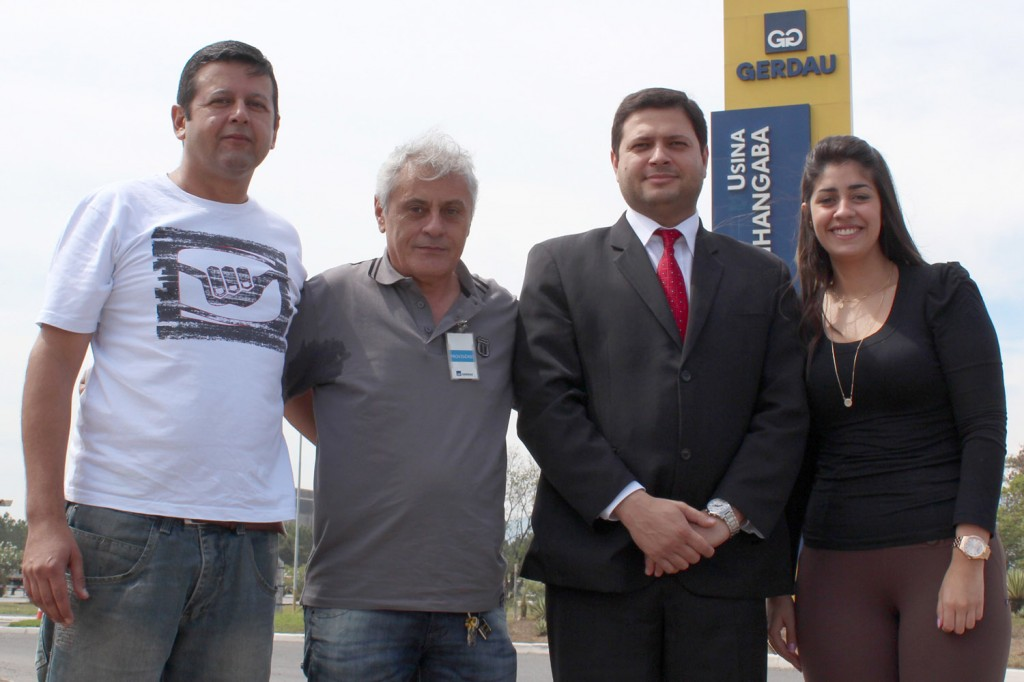 O dirigente sindical Marcos Prudente, o funcionário reintegrado Antonio Paulino, e os advogados Alison Montoani e Ana Luiza