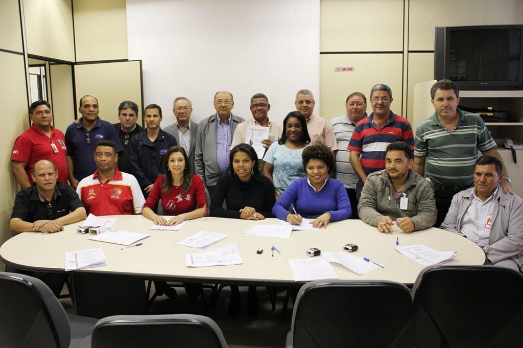 Assinatura da Convenção Coletiva de Trabalho no Grupo 2 em 4 de outubro (Crédito da foto: Nayara Striani)