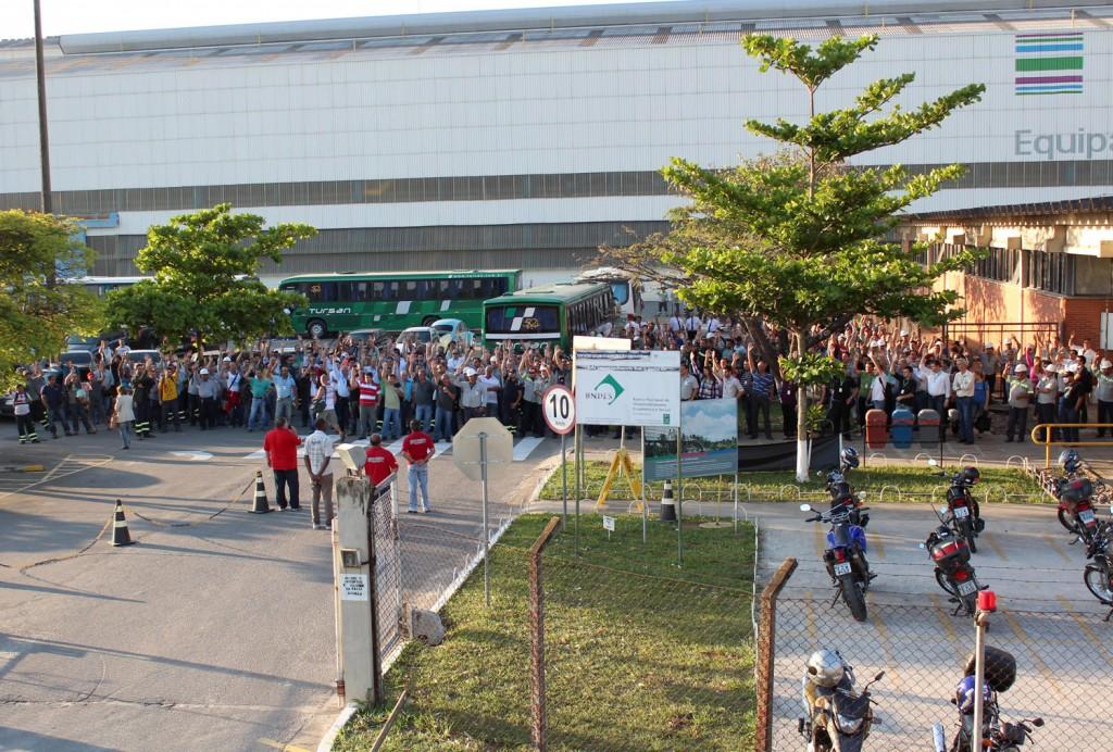 Assembleia na troca do turno no período da tarde aprovou por grande maioria a proposta da Campanha Salarial 2013