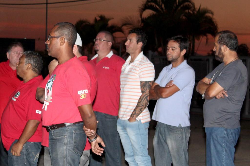 Direção do sindicato esteve logo às 5h30 na portaria da fábrica
