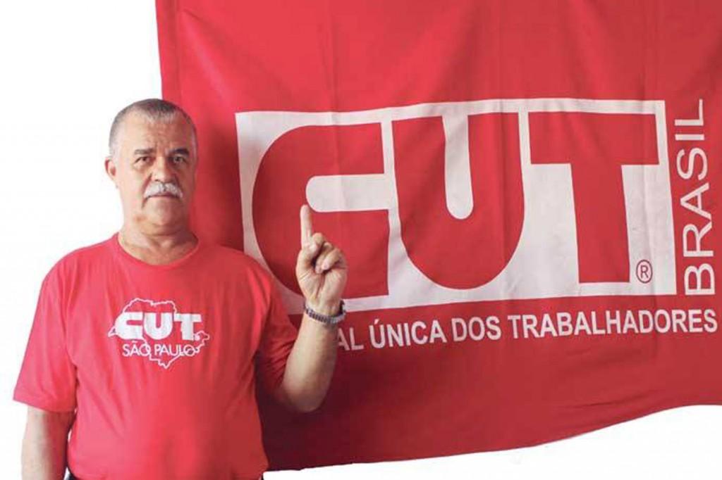 Elias Pereira, motorista na Expresso Maringá, faz parte da direção do sindicato desde 1995 e conta com o seu voto, condutor