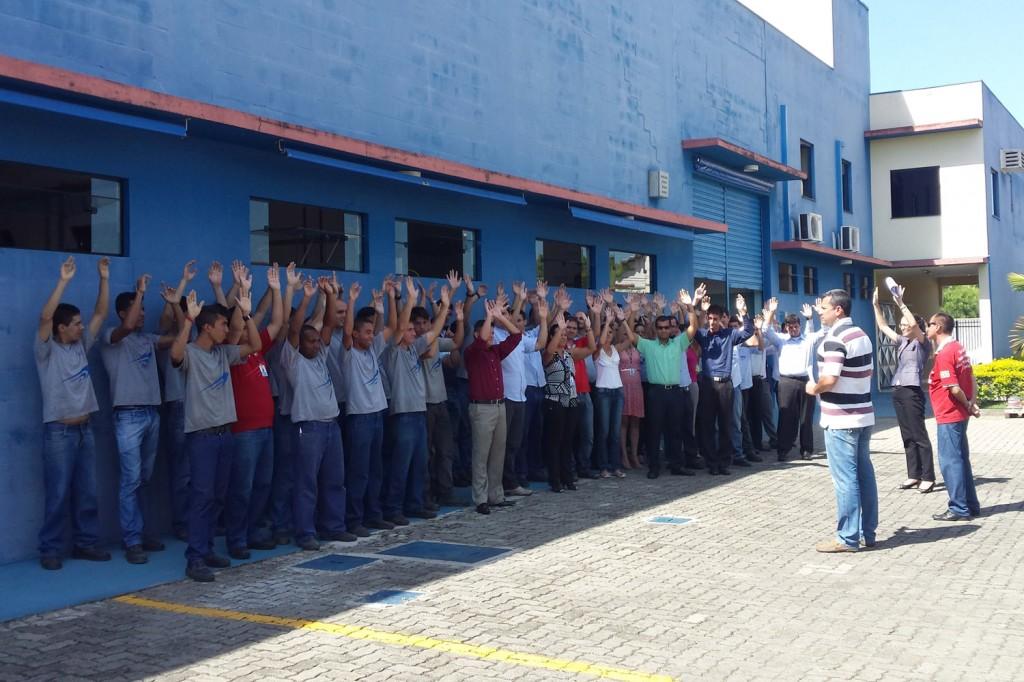 Medida evitará demissões na planta; os dirigentes Herivelto Vela e Ernesto conduziram (Crédito Divulgação)