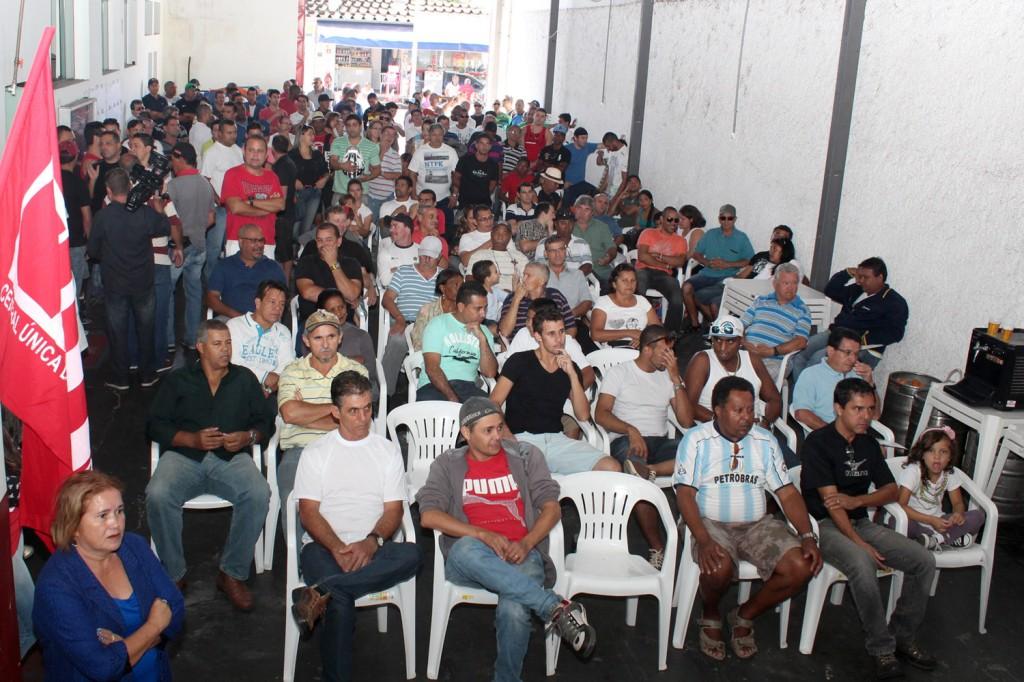 Cerca de 300 pessoas passaram pela sede do sindicato para acompanhar os sorteios pelo Dia do Trabalhador
