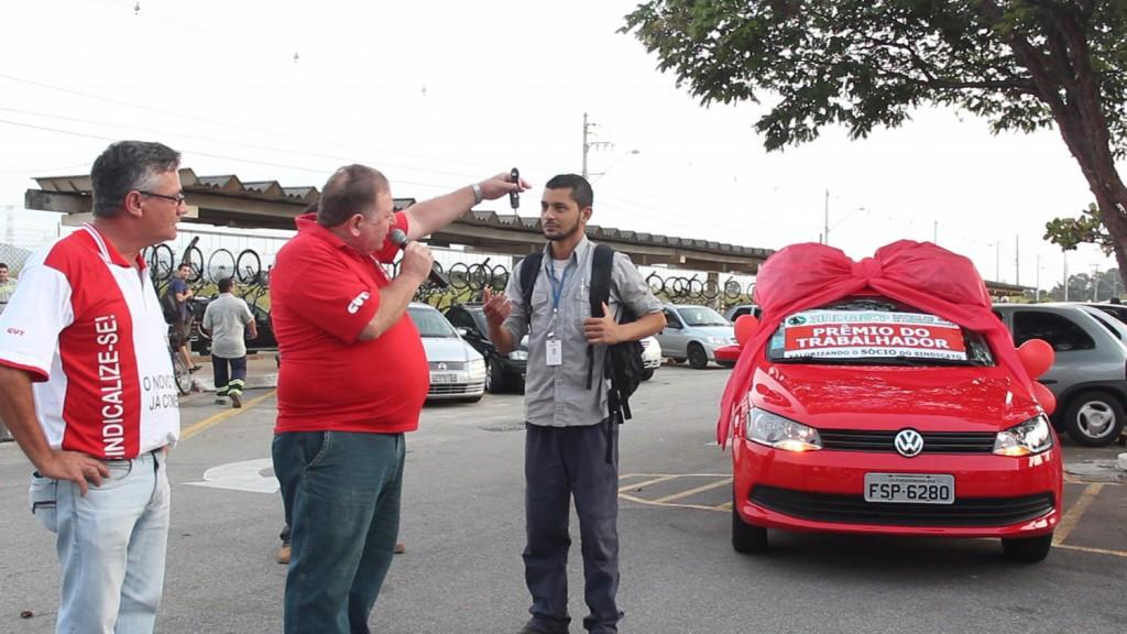 06.05.14 Dia do Trabalhador-Entrega do carro para o ganhador Alan de Oliveira-Confab Equipamentos_0002