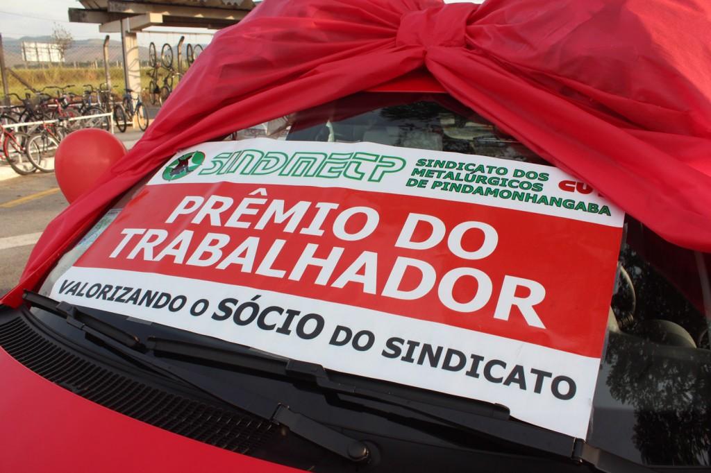 06.05.14 Dia do Trabalhador-Entrega do carro para o ganhador Alan de Oliveira-Confab Equipamentos_9254