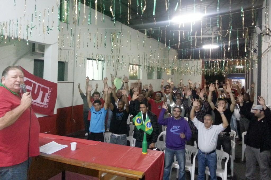 Categoria aprova eixo da campanha salarial em assembleia na sede do sindicato