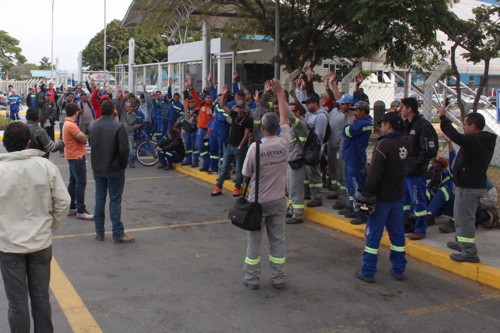 Trabalhadores aprovam em assembleia proposta conquistada com a greve iniciada no dia 3