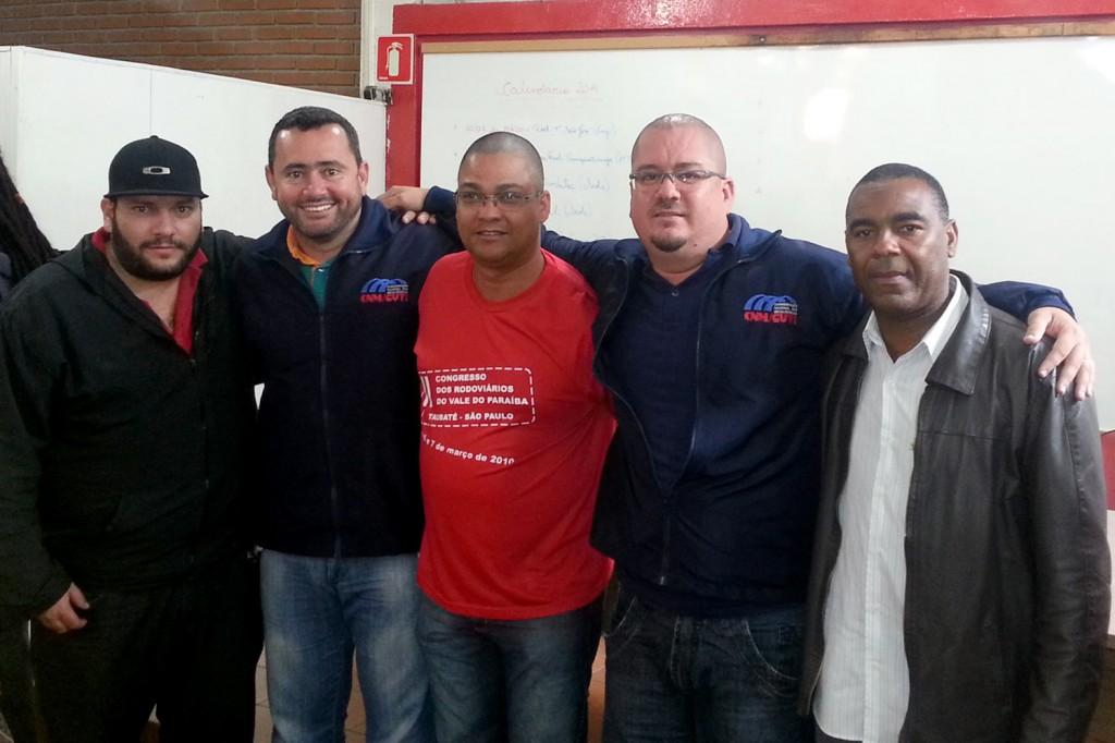 Ao centro, o dirigente do Sindicato dos Condutores Natanael da Silva, preso durante mobilização dos condutores pela Campanha Salarial (Crédito Divulgação)