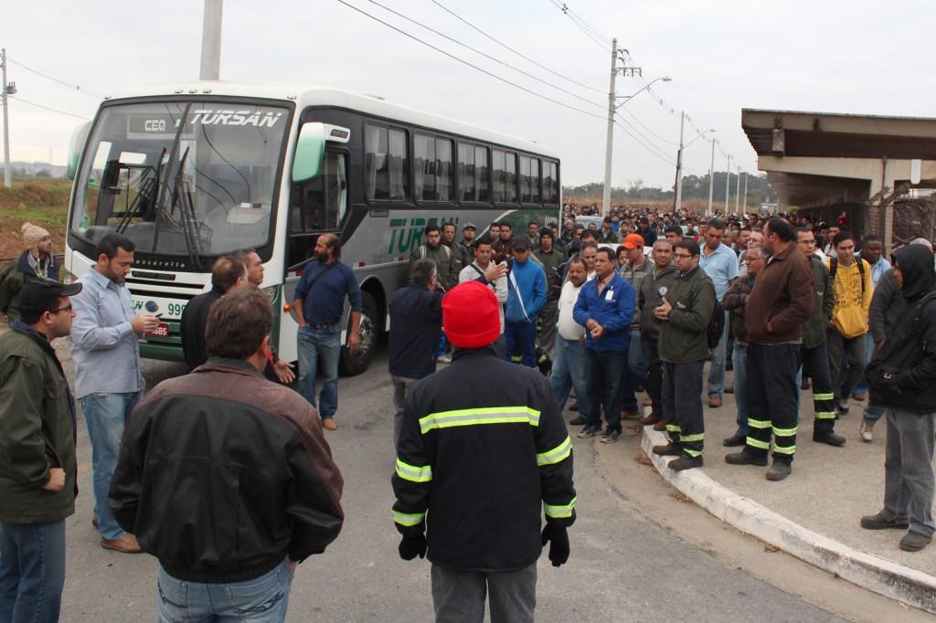 Praticamente todos os trabalhadores da Confab Equipamentos aderiram à paralisação para pressionar patrões do G2 e protestar contra a falta de PLR