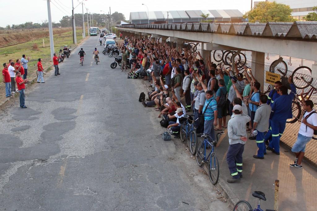 Trabalhadores do turno da tarde também cruzaram os braços por uma hora pela Campanha Salarial