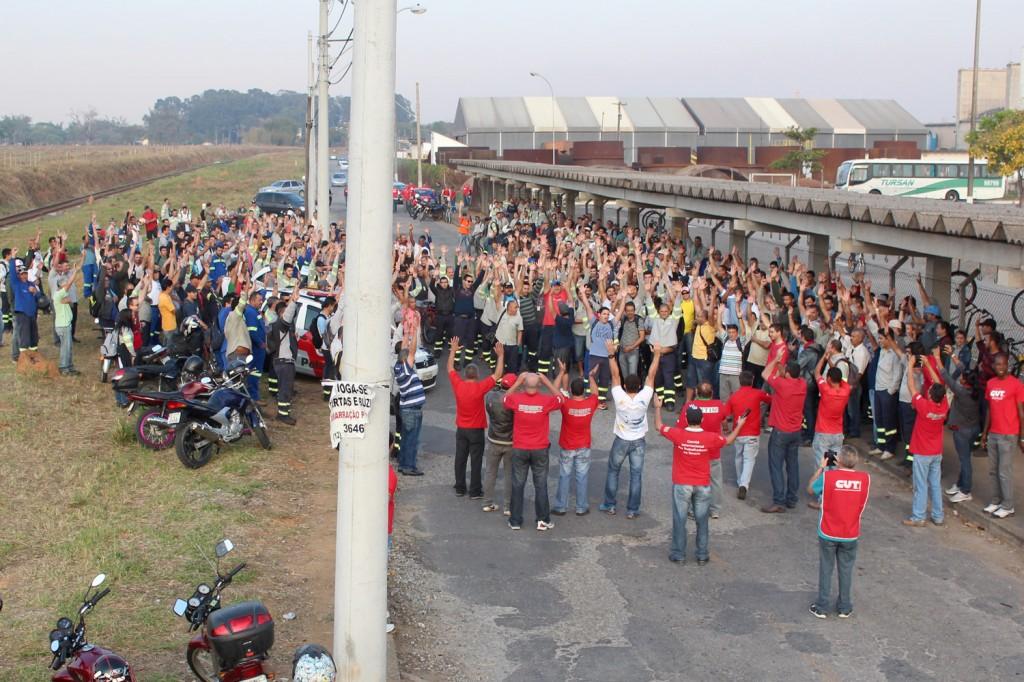 Metalúrgicos aprovaram greve em assembleia e logo em seguida retornaram para suas casas