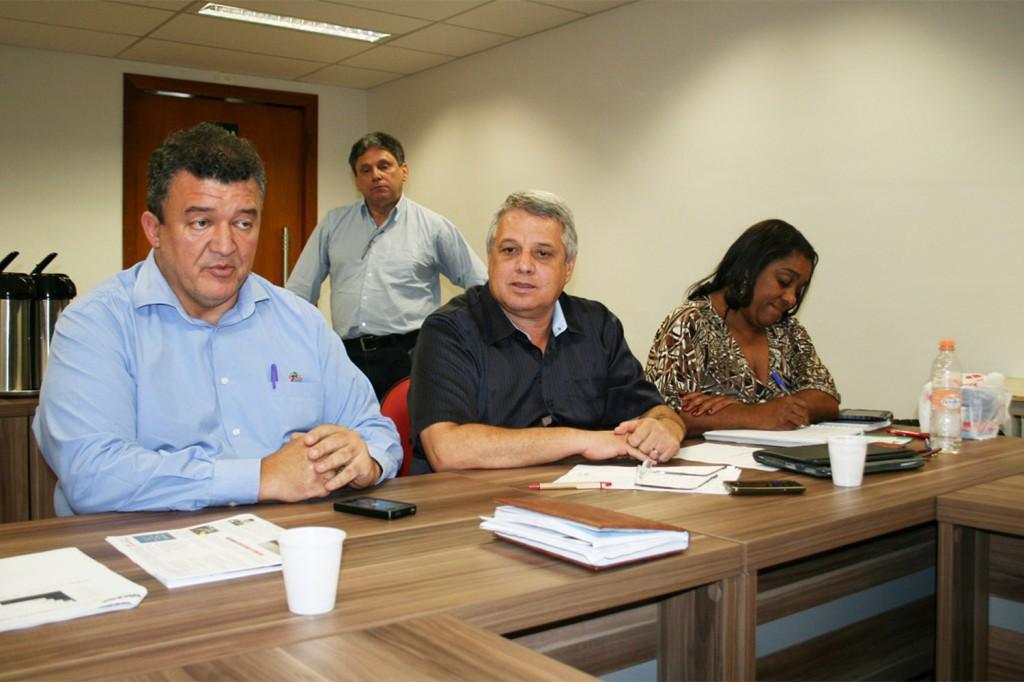 Paulão, presidente da CNM/CUT,Biro-Biro, presidente da FEM, e Paixão, coordenadora da Federação - foto: Mídia Consulte