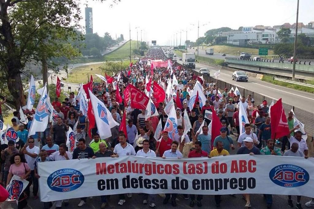 Mais de 20 mil metalúrgicos participaram do ato contra as demissões (Crédito: Adonis Guerra)