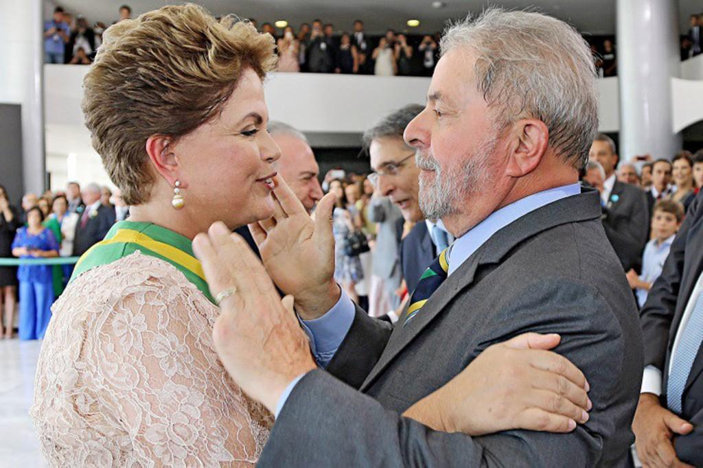 Ao chegar no Palácio do Planalto, Dilma coroou o evento com um grande abraço no ex-presidente Lula (Crédito: RICARDO STUCKERT/INSTITUTO LULA)