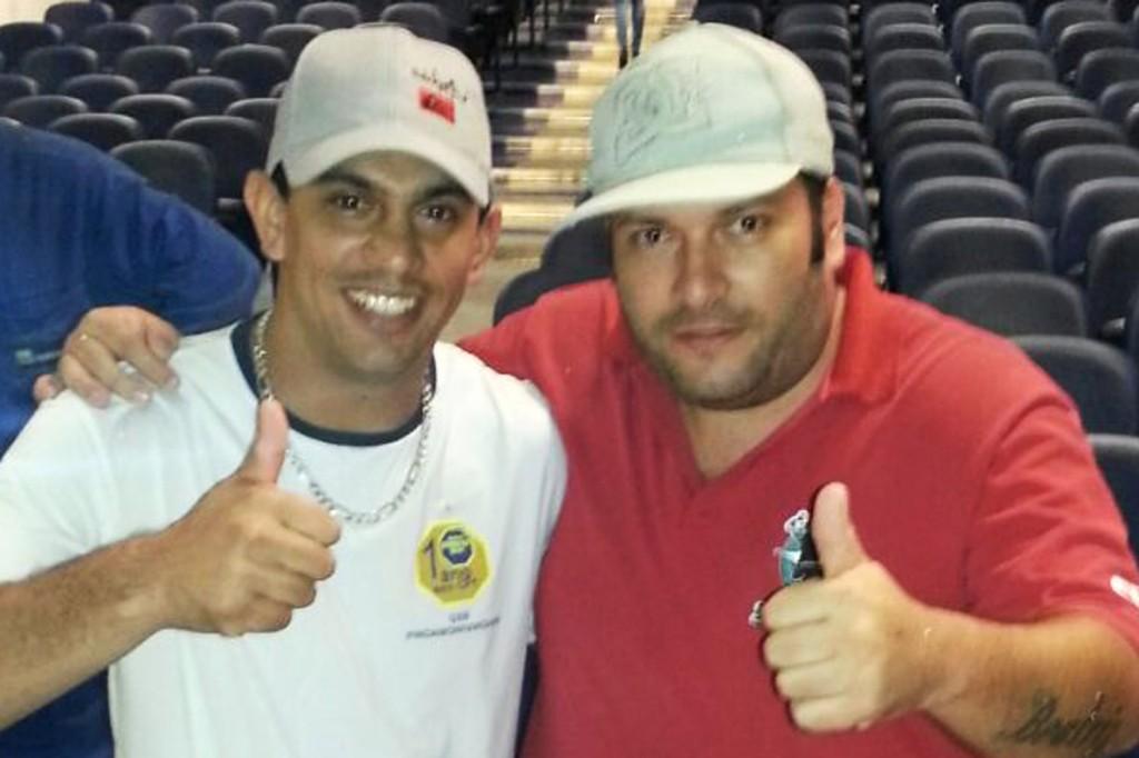 O campeão de votos da Cipa, Rodrigão, da TMEC, junto ao coordenador do CSE Gerdau, André Oliveira (Crédito: Divulgação)