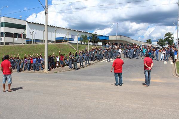 Trabalhadores aprovam em assembleia a renovação do acordo de dois anos