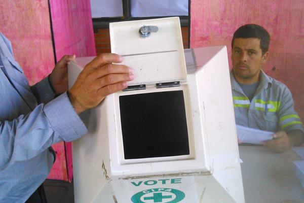 Urna vazia, pronta para início da coleta dos votos (Crédito: Divulgação)